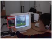 """Schüler beim Arbeiten mit dem """"WetterGenerator"""", dessen Trackingdaten danach mit ActivityClocks visualisiert wurden."""